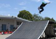 Skateboarding stunts after school Team Soil show!